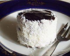 Téli ünnepek kedvence: hólabda vagy kozáksapka | Katarzis Xmas Desserts, Sweet Recipes, Healthy Recipes, Winter Food, Vanilla Cake, Recipies, Cheesecake, Muffin, Food And Drink