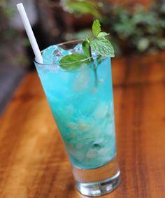 Caipirinha Marino (Restaurante La Grassa) Beach Drink Recipes, Tropical Drink Recipes, Alcohol Drink Recipes, Shot Recipes, Martini Recipes, Cocktail Recipes, Fun Drinks, Yummy Drinks, Alcoholic Drinks