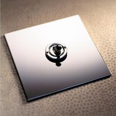 The Nickel Silver range has a highly polished nickel plated plate, creating a mirror finish.