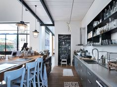 L-Shaped House with Functional Interior by Neuman Hayner Architects Loft Design, Modern House Design, Industrial House, Modern Industrial, L Shaped House, Rue Verte, Loft Stil, Decoracion Vintage Chic, Sweet Home