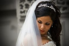 wedding half updos with veil | 25 Groovy Wedding Hairstyles With Veil - SloDive