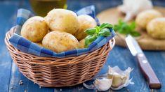 10 pravidel, jak správně pěstovat domácí brambory na zahradě nebo v nádobách na balkoně, vhodné odrůdy a bramborové recepty Pesto, Bacon, Potatoes, Vegetables, Food, Recipes, Potato, Essen, Eten