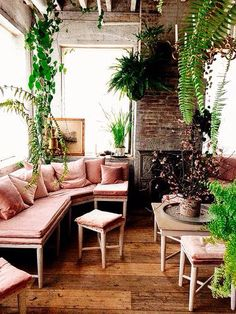 Plants everywhere! Urban Jungle: 10 Rooms with Lots and Lots of Plants room indoor apartment therapy Urban Jungle: 10 Rooms with Lots and Lots of Plants Estilo Tropical, Rosa Sofa, Turbulence Deco, Pink Home Decor, My New Room, Style At Home, My Dream Home, Home And Living, Interior Inspiration