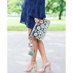 Happy Tuesday guys!!! I have a GREAT post on the blog today (link in bio)! Head there now to read about how @thebagtique is a one stop shop for all of your purse needs!!! They have incredible deals on designer bags, like his shell clutch:purse::purse: www