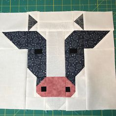 Patchwork animals paper piecing ideas for 2019 Farm Quilt Patterns, Paper Piecing Patterns, Pattern Blocks, Barn Quilt Designs, Quilting Designs, Foundation Patchwork, Farm Animal Quilt, Cute Quilts, Scrappy Quilts