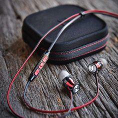 Headphone-Zone_Sennheiser_Momentum_In-Ear_Red-Black_iOS_7_9551ba28-de0e-433e-b845-d16547d81623_2000x.jpg (1160×1160)