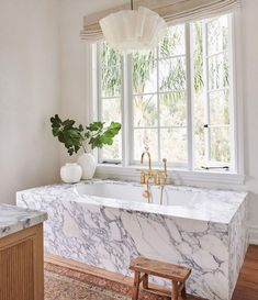 Inspiration Design, Bathroom Inspiration, Home Decor Inspiration, Shabby Chic Interiors, Shabby Chic Decor, Amber Interiors, Marble Bathtub, Mug Design, Bathroom Interior Design