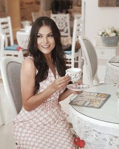 """c7303cb574cf CRIS FELIX on Instagram: """"Plena, com braço bicolor, (vulgo braço de irmã  que quase não usa regata) desfrutando um delicioso chá da tarde free kkkk  ..."""