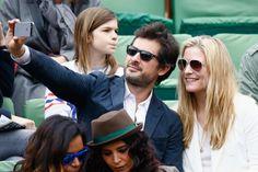 Natacha Régnier       L'actrice belge s'est offert un selfie avec son compagnon dans les gradins du court Philippe Chatrier.