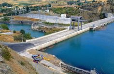 Lake Roxburgh, Central Otago. The only dam in Central Otago you can drive over. Lake Roxburgh - boating, fishing... http://www.centralotagonz.com/lake-roxburgh-village