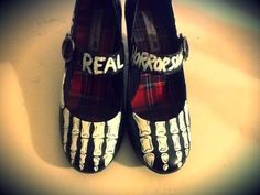 GOTH DIY: HOW TO MAKE SKELETON SHOES (GLOW IN THE DARK)!!!!!!! - YouTube