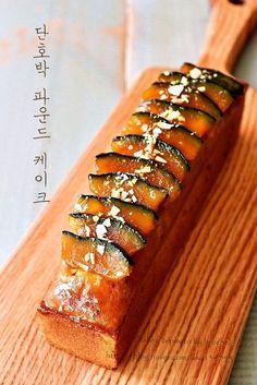 가을 분위기 물씬 ~단호박 파운드 케이크 : 네이버 블로그 Banana Bread Recipes, Cake Recipes, Snack Recipes, Cooking Recipes, Snacks, Köstliche Desserts, Delicious Desserts, Yummy Food, Korean Bread Recipe