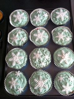Cupcakes to go with the  Frozen cake