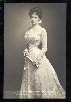 Edwardian bride in lace ~ 1 May 1900 in Munich ~ Prinzessin Mathilde von Bayern… Edwardian Era, Edwardian Fashion, Vintage Fashion, Victorian Era, 1890s Fashion, Victorian Ladies, Royal Fashion, Steampunk Fashion, Milan Fashion