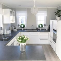 Almost weekend You can almost see the weekend Finally Di finally weekend Kitchen Room Design, Modern Kitchen Design, Home Decor Kitchen, Kitchen Interior, Decorating Your Home, Interior Decorating, Home Decor Shops, Cuisines Design, Home Furnishings