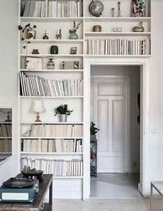 INTERESTING IDEA   What do you think of reversed books on bookcases?   Gives a different look. Would work well with rustic and neutral boho dont you think? via My Paradissi #decoratingtips #ooaklife http://ift.tt/1SvqabW