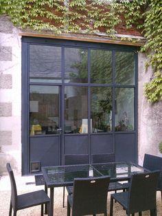 Vue extérieur de la façade aci Garage House, French Doors, Facade, Pergola, Sweet Home, New Homes, Loft, Exterior, House Design