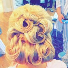Pin curls Pin Curls, Hair Inspo, Natural Beauty, Wedding Day, Hair Beauty, Glamour, Pi Day Wedding, Marriage Anniversary, The Shining
