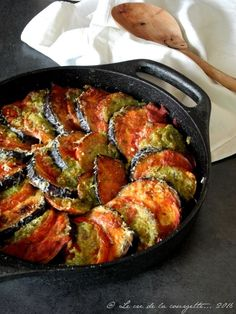Gratin d'aubergine et de tomate au pesto – Famous Last Words Diner Recipes, Paleo Recipes, Healthy Dinner Recipes, Breakfast Recipes, Cooking Recipes, Organic Recipes, Ethnic Recipes, Tomate Mozzarella, Eggplant Recipes