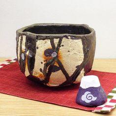 皆様新年いかがお過ごしでしたでしょうかこちらはへうげ十作の黒織部茶盌です織部下北沢では新作続々と入荷中です #織部 #織部下北沢店 #陶器 #器 #ceramics #pottery #clay #craft #handmade #oribe #tableware #porcelain