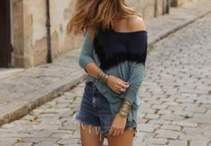 . Tie Dye Top: Free People (HERE) . Shorts: Levi's (HERE) . Sandalias / Sandals: Malababa  . Bolso / Bag: cestería / basketwork shop