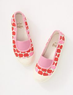 I've spotted this @BodenClothing Canvas Pull-on Sneakers