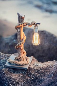 Driftwood table lamp with Edison bulb. Driftwood … - All For Lamp İdeas Driftwood Table, Driftwood Projects, Deco Marine, Deco Nature, Creation Deco, Backyard Lighting, Outdoor Lighting, Ideias Diy, Bedside Lamp