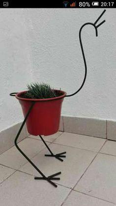 Maceta ave House Plants Decor, Plant Decor, Metal Projects, Metal Crafts, Art Fer, Metal Plant Stand, Garden Shelves, Wrought Iron Decor, Metal Garden Art