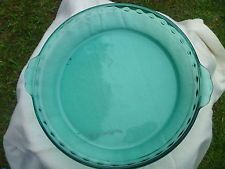 """Pyrex TURQUOISE Aqua Blue Green Glass 9.5"""" Fluted Edge Tab Handle Pie Dish Plate"""
