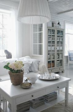 Julias Vita Drömmar // love the partition window wall and the display cabinet