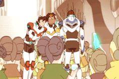 voltron Lance's reaction to nunvil Form Voltron, Voltron Ships, Voltron Klance, Voltron Memes, Voltron Fanart, Lance Mcclain, Another Anime, Samurai, Space Cat