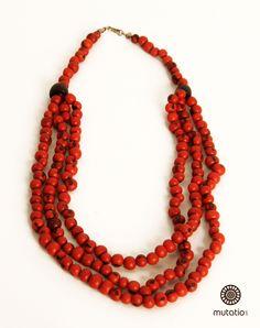 Colar 3 Fios Açaí Vermelho  #acessorios #colar #biojoia #biojewels #fashion #eco Disponível em outras cores. http://www.elo7.com.br/colar-3-fios-acai-vermelho/dp/4DAC6F