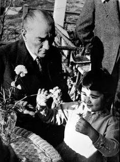 Here is Mustafa Kemal Atatürk& child& love . Widescreen Wallpaper, Galaxy Wallpaper, Iphone Wallpaper, Black And White Wallpaper, Wattpad, Great Leaders, Painted Paper, Child Love, Instagram Story