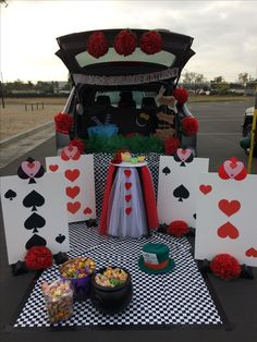 Alice in Wonderland trunk or treat . Alice in Wonderl Alice In Wonderland Tea Party Birthday, Alice In Wonderland Theme, Wonderland Party, Alice In Wonderland Decorations, Theme Halloween, Holidays Halloween, Halloween Diy, Alice Halloween, Halloween Games