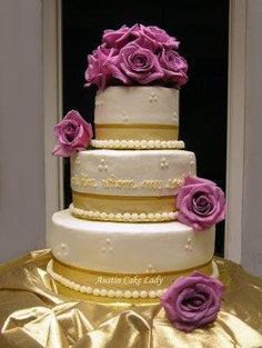 White and gold wedding cake with purple flowers Amazing Wedding Cakes, Elegant Wedding Cakes, Amazing Cakes, Fondant Cakes, Cupcake Cakes, Cupcakes, Pretty Cakes, Beautiful Cakes, White And Gold Wedding Cake