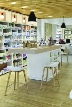Partager Tweeter + 1 E-mail Rack Design, Booth Design, Store Design, Pharmacy Store, Retail Shelving, Salon Interior Design, Clinic Design, Shop Interiors, Home Recipes
