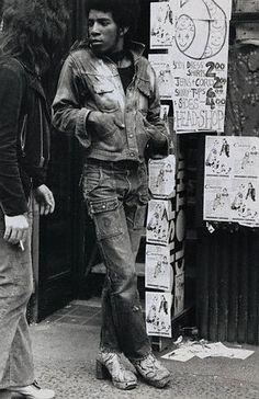 В 1970-е джинсы стали носить и деловые люди, и представители субкультур