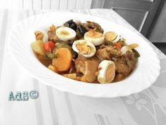 CORDERO A LA MORUNA #Hoy os traigo la #receta de uno de mis #platos #favoritos por su inigualable #sabor...  Todo un #clásico de la #deliciosa #cocina #árabe...  #Cordero a la #moruna  ●INGREDIENTES para 4 personas:  -1Cebolla  - 250/300 g de Cuello de Cordero  - Un puñado de Bajocas  -2 Zanahorias  -1 Calabacín  -1 nabo  -...