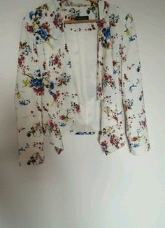 Kup mój przedmiot na #vintedpl http://www.vinted.pl/damska-odziez/marynarki-zakiety-blezery/17166473-marynarka-narzuta-new-look-kwiaty
