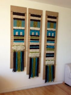 Telaresytapices .... Maria Elena Sotomayor : Más escalonados !!! Weaving Yarn, Tapestry Weaving, Hand Weaving, New Crafts, Arts And Crafts, Wool Wall Hanging, Contemporary Carpet, Crewel Embroidery, Handmade Art