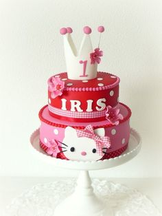 Hello Kitty cake http://www.almiesbakery.nl I like the crown