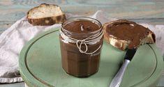 Πραλίνα φουντουκιού σοκολάτας από τον Άκη Πετρετζίκη. Φτιάξτε την κλασική πραλίνα με καραμελωμένα φουντούκια! Τέλειο άλειμμα για το ψωμί σας!