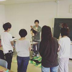 東京では今日から新しいコースがはじまりました。 ANG理論で角度のトレーニングです。なんとなくの角度でカットするのではなく、しっかり角度を決めてカットすることで、狙ったフォルムを作り出すことができます💇 理論的で理解しやすい! と受講生から好評です🙆  次回の体験コース、受付始まっております! 2名様で参加されると1名様分で参加可能!👍 是非お待ちしております😊  #日本カットアカデミー #カット講習 #カットセミナー #カットスクール #カット講習東京 #大阪カット講習 #名古屋カット講習 #福岡カット講習 #美容師 #美容師アシスタント #理容師 #理容師アシスタント