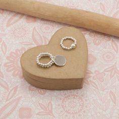 14K Tri-Couleur Or 3 mm Perles Rond Boucles d/'oreilles Créoles fabricants Standard prix de détail $114
