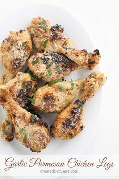 This flavor combo is so yummy, and oh how I love garlic. you too? These Garlic Parmesan Chicken Legs are crispy and delicious. I bake these on a rack over a baking sheet in Garlic Parmesean Chicken, Baked Garlic Parmesan Chicken, Spicy Grilled Chicken, Baked Chicken Tenders, Grilled Meat, Parmesan Salmon, Chicken Drumsticks, Chicken Breasts, Chicken Leg Recipes Oven