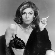 Mrs Robinson - Anne Bancroft - The Graduate 1967 Anne Bancroft, Hollywood Glamour, Classic Hollywood, Old Hollywood, The Graduate 1967, The Graduate Movie, Living Puppets, Katharine Ross, Actrices Sexy