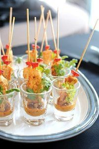 shot glass appetizers - chicken satay A DIY Wedding food Shot Glass Appetizers, Mini Appetizers, Finger Food Appetizers, Appetizer Recipes, Party Recipes, Easy Canapes, Thai Appetizer, Individual Appetizers, French Appetizers