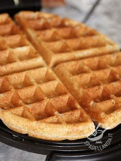 waffles nutella Impasto per Waffels Dough Waffles - Impariamo a preparare l Köstliche Desserts, Delicious Desserts, Dessert Recipes, Yummy Food, Sweet Recipes, Real Food Recipes, Vegan Recipes, Bubble Waffle, Coconut Flour Recipes