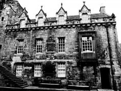 Canongate Tollbooth Edinburgh - one of the buildings which Claire might have seen when looking for Carfax Close in Outlander, Voyager