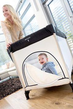 Das #Reisebett für Babys bietet für Nächte auswärts Sicherheit und Komfort. Aber auch für zu Hause ist es praktisch - als Ersatz für ein #Laufgitter oder sogar als #Bällebad. Hier findest du Infos, Tipps und Produktvergleiche zum Reisebett. Komfort, Babys, Toddler Bed, Storage, Home Decor, Bed Mattress, Carry Bag, Safety, Travel